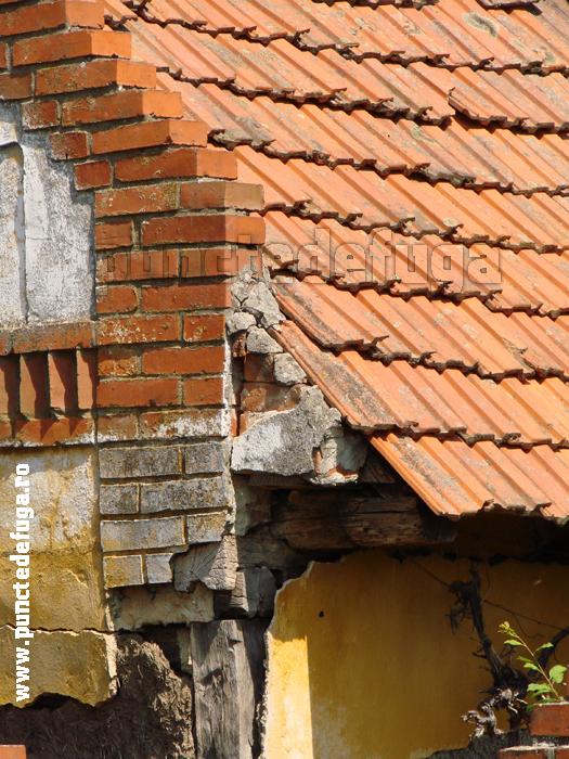 detaliu streasina casa comuna Coşteiu