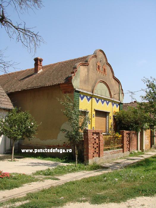 fatada casa Coşteiu