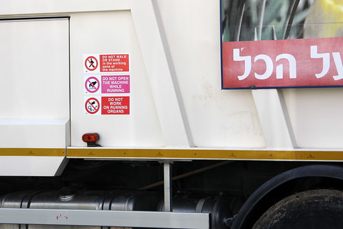 "Israeli garbage truck: ""Do not work on running organs"""