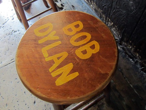 bob dylan sat here