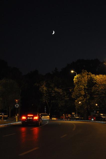 The moon over Aviatorilor Blvd