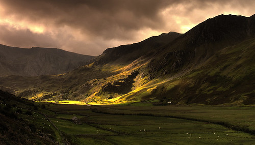 Morning light in Nant Ffrancon