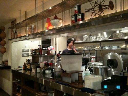 キッチンもそんなに大きくありません。@ワイアードカフェ。