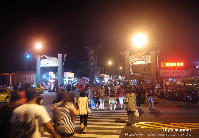 南濱夜市就在花蓮南濱公園裡面,很多人吃完自強夜市會過來這裡玩遊戲!這裡當然也有賣吃的,但品項就少多了。