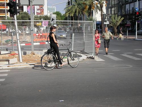 Risky Closure for renovation in Tel-Aviv