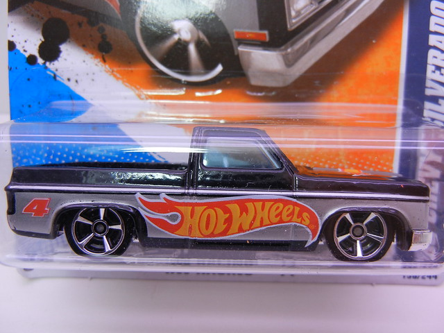 hot wheels '83 chevy silverado blk silver (2)