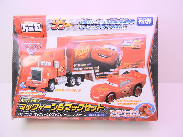 disney cars tomica mack & lightning mcqueen exclusive (1)