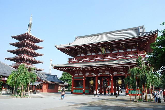 Inner gate and five-storied pagoda