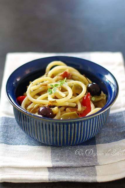 Pici ai friggitelli, olive e guanciale