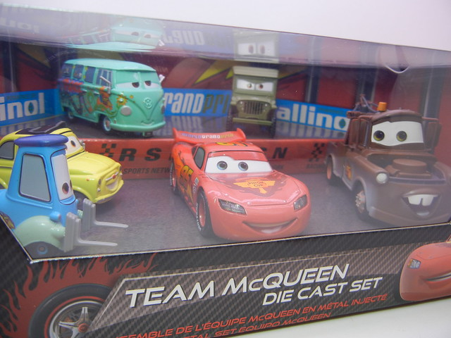 disney store cars 2 Team McQueen (2)