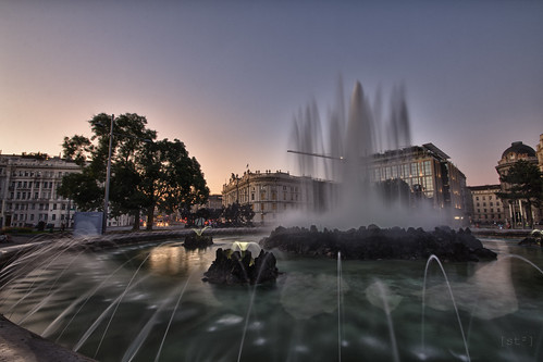 Silky fountain HDR by stst31415