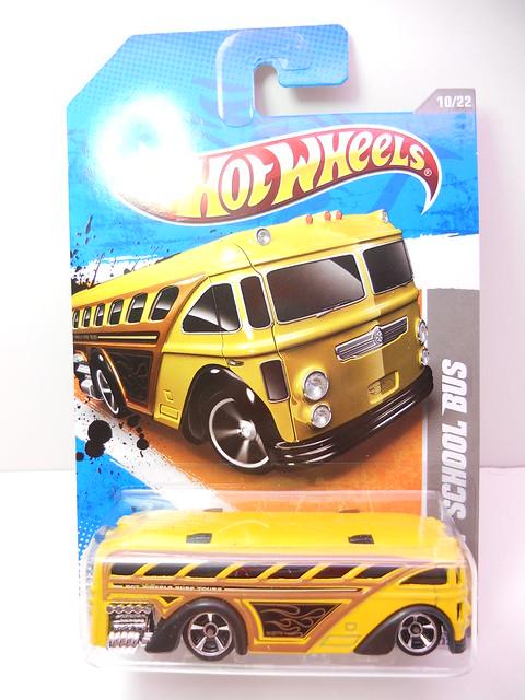 hot wheels surfin' school bus yellow (1)