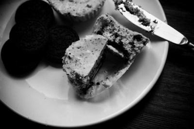 black & white cheesecake cupcakes
