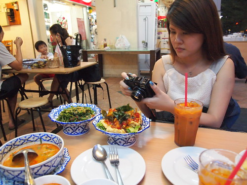 food reviews, fried pineapple rice, jacelyn, sambal kangkong, daintyflair, nadnut, thai cafe, thai cuisine, thai food, thai food in singapore, tom yum soup, Singapore Lifestyle Blog, Food blog, Food reviews, Good thai restaurants in Singapore, Nakhon kitchen, nakhon, Thai Restaurants, Where can i find thai food in Singapore?, Affordable thai food in Singapore, Nakhon Kitchen vs Porn's