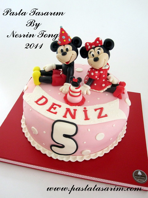 MINIE AND MICKEY MOUSE CAKE