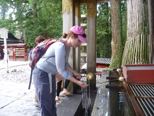 Lol purifies herself before approaching a shrine
