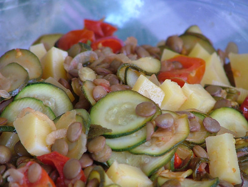 Lentil salad with zucchini and cheese