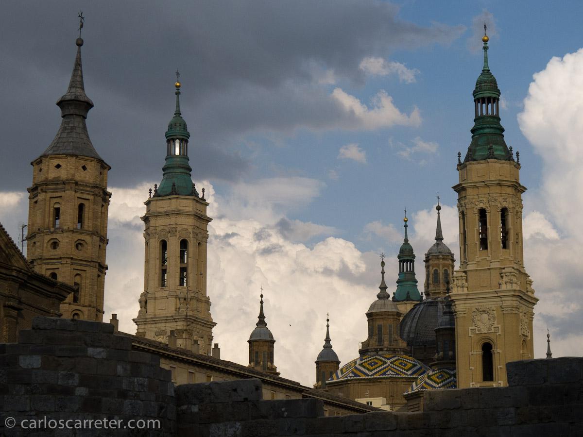 Nubes tras las torres