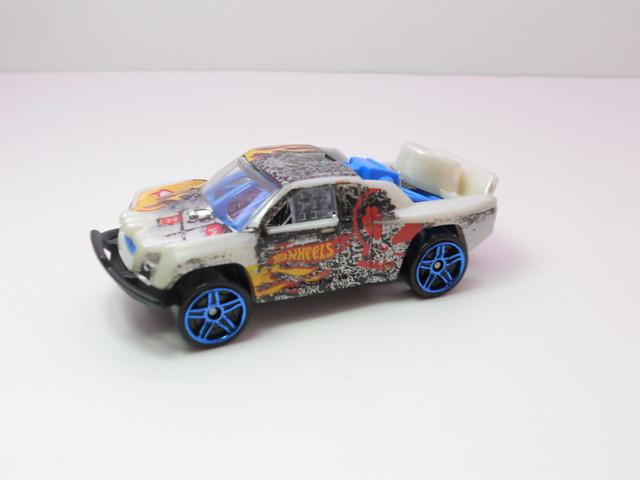 hot wheels off track beige (2)