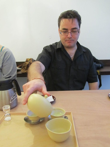 Spencer from Diverse Japan makes tea