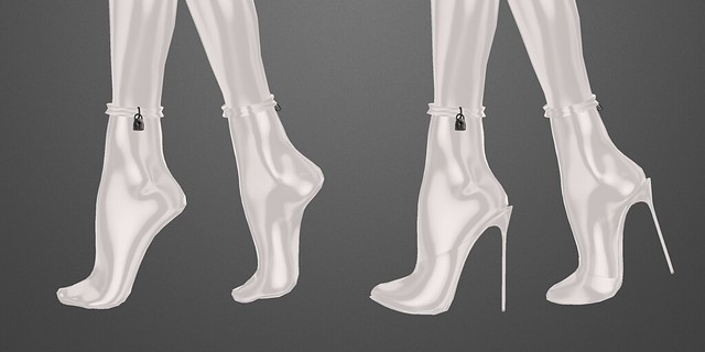 SLink Vixen catsuit: feet