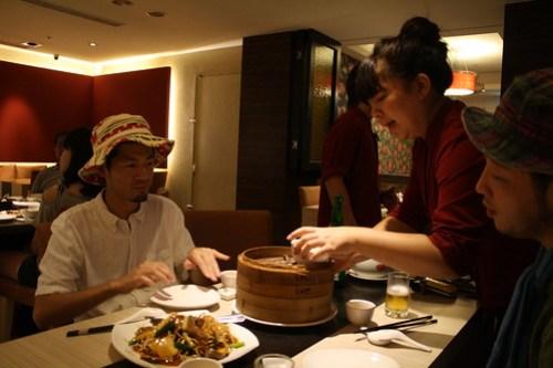 [台湾2.5] 料理が運ばれてきた。