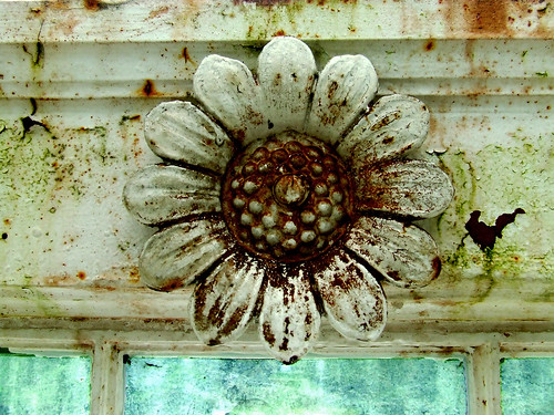 Palm House metal flower