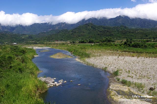 遠山、綠地、白雲、流水。