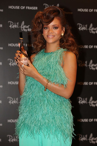 rihanna-fragrance-london-1