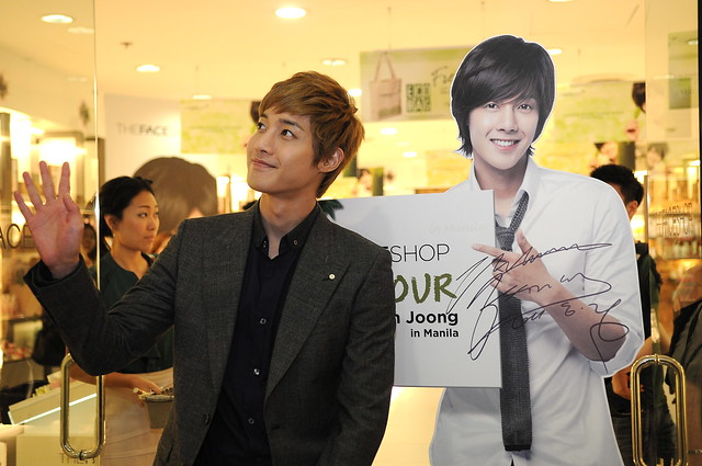 KHJ WAVES TO HIS THOUSANDS OF FANS