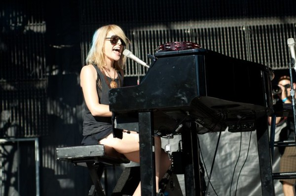 Emily Haines & James Shaw: Metric (Acoustic)