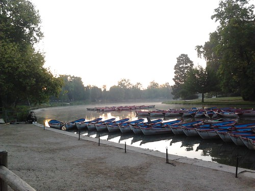 The Lac Daumesnil on a September morning
