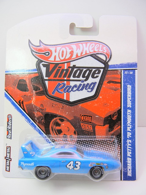 HOT WHEELS VINTAGE RACING RICHARD PETTY'S '70 PLYMOUTH SUPERBIRD (3)