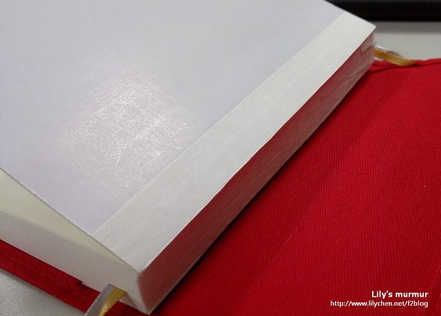 看一下書背吧,珠友的一日一頁是線裝的,書背再用紙貼起來。