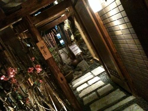 2軒目は同じビルの焼き肉屋さん。翔山亭。ここも雰囲気よさげ。