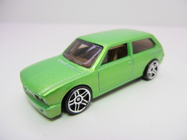 hot wheels volkswagen brasilia green (2)