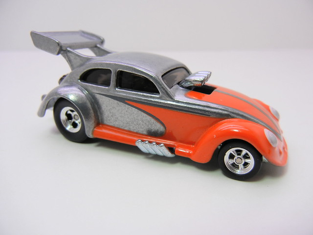 2011 HOT WHEELS GARAGE 30 CAR SET CUSTOM '56 VOLKKSWAGEN DRAG BEETLE (1)
