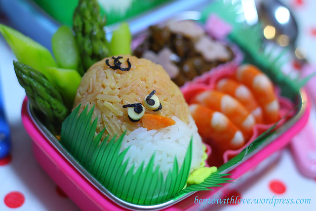 Close Up Angry Bird or Santa? Bento