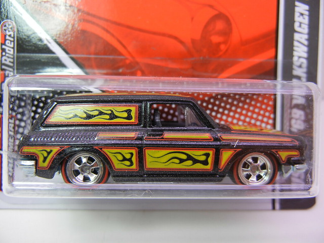 hot wheels garage  custom '69 volkswagen squareback (2)