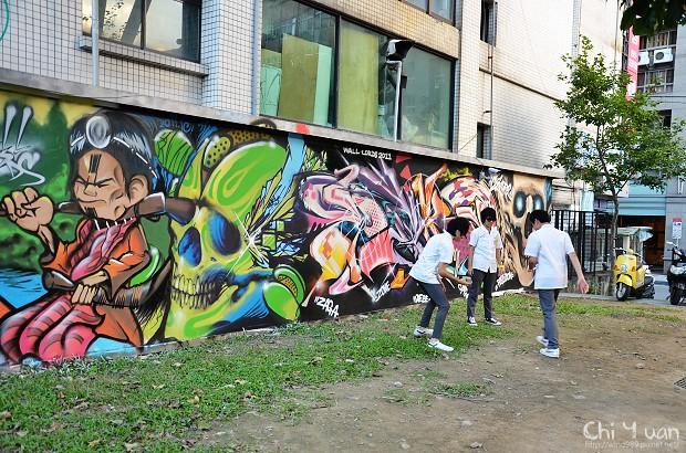 [臺北]西門町電影公園。亞洲戰牆塗鴉之賽德克巴萊 @ 奇緣童話。旅行誌 :: 痞客邦