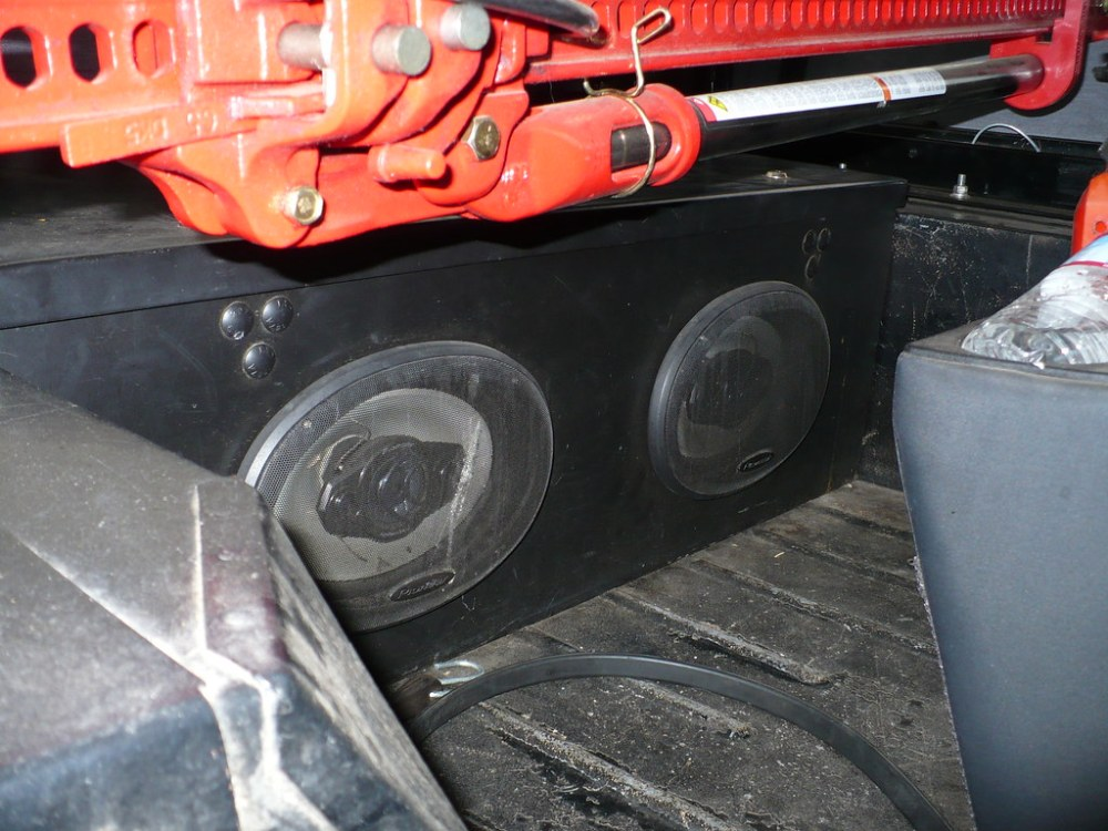medium resolution of also it makes for an excellent base box with those 6x9 speakers mounted in the front
