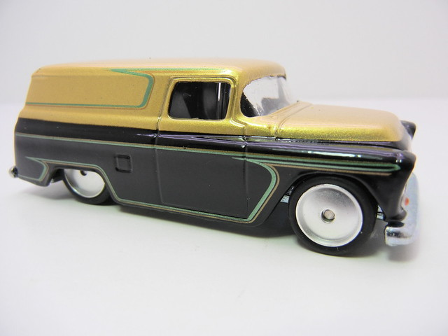 2011 HOT WHEELS GARAGE 30 CAR SET '55 CHEVY PANEL