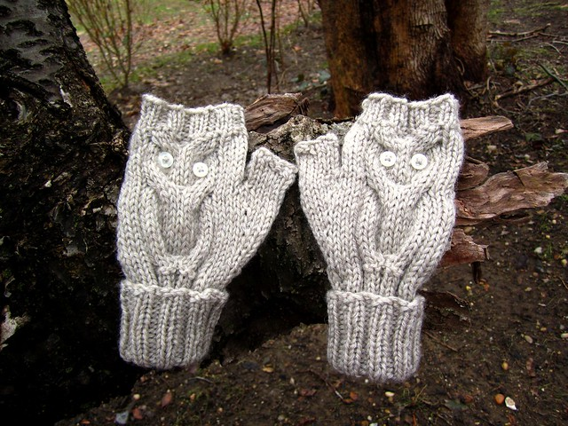 Give a Hoot Mitts - Oatmeal