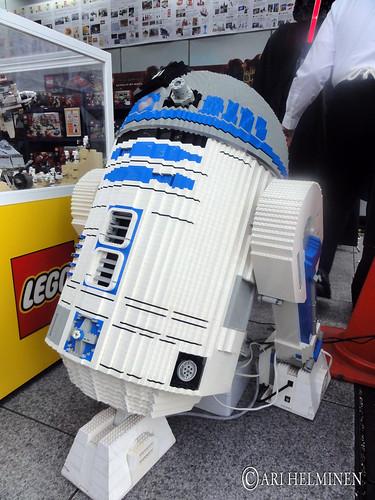 Lego R2D2 at Akihabara