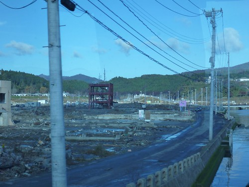 南三陸町戸倉波伝谷でボランティア(レーベン1号) Volunteer at Tokura, MInamisanrikucho, Miyagi pref. Deeply Affected by the Tsunami