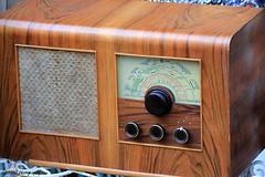 antique valve powered radio