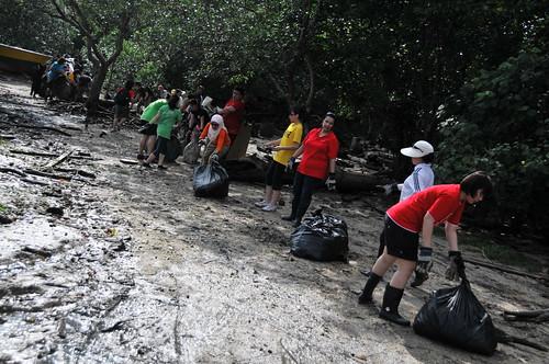 156pre-national-day-cleanup-lim_chu_kang-06aug2011[kpinto]
