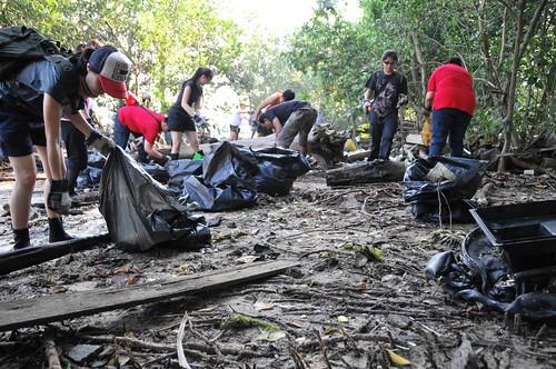 047pre-national-day-cleanup-lim_chu_kang-06aug2011[kpinto]