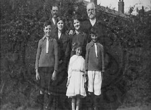 Herbert & Rose Barnes & Family - Burntstalks 1923