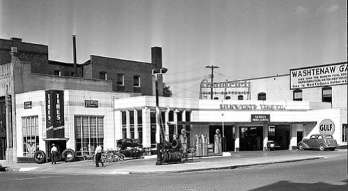 Silkworth Gulf gas station, NE corner East Huron and N. 4th Avenue, Ann Arbor, 1938.